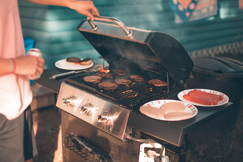 BBQ-Grill-by-nik-macmillan-unsplash